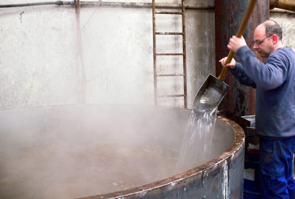 Jabones ecológicos sin petroquímicos, el secreto de una empresa que cumple 100 años - Veritas