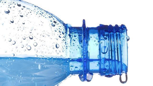 Ampolla de plàstic - Disruptors endocrins - Consells - Veritas