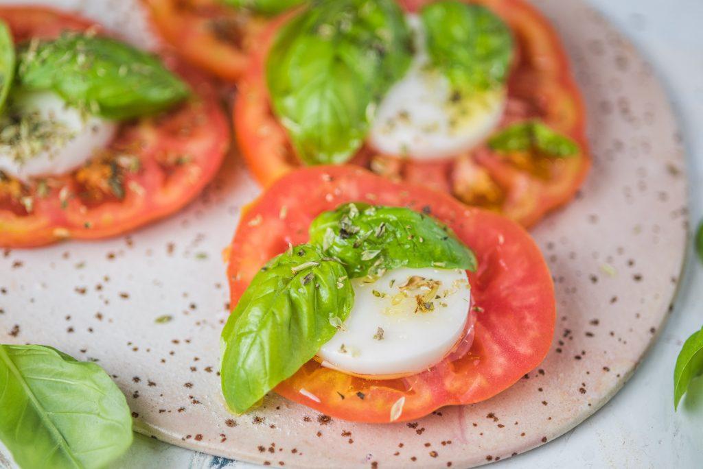 Ensalada caprese vegana - Recetas - Veritas