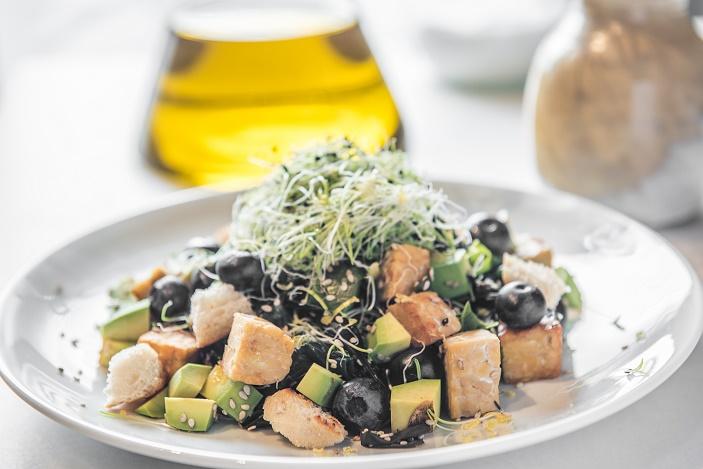 Ensalada de wakame, tempe y germinados - Veritas