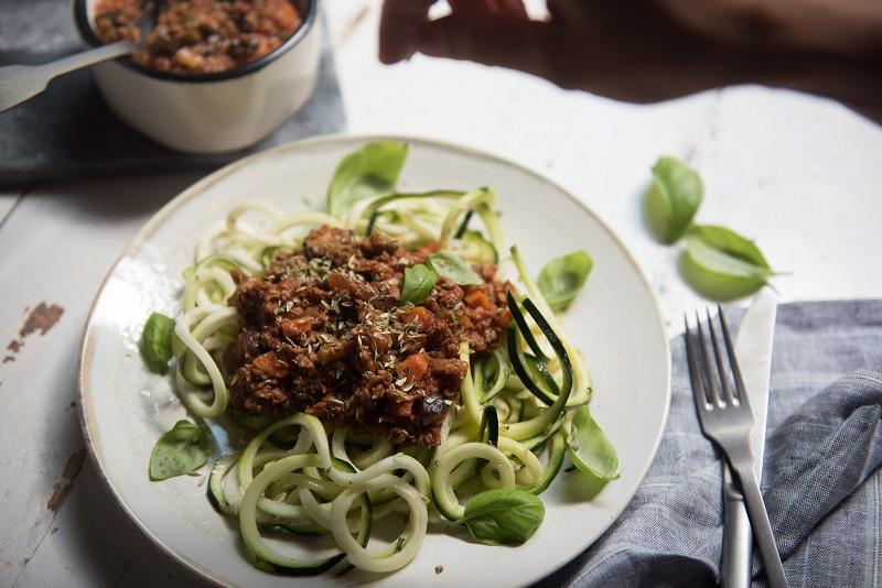 Espaguetis de calabacín con boloñesa vegana - Recetas - Veritas