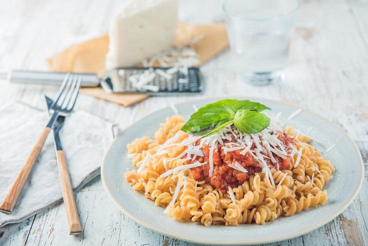 Espirales de lentejas rojas con salsa de tomate - Veritas
