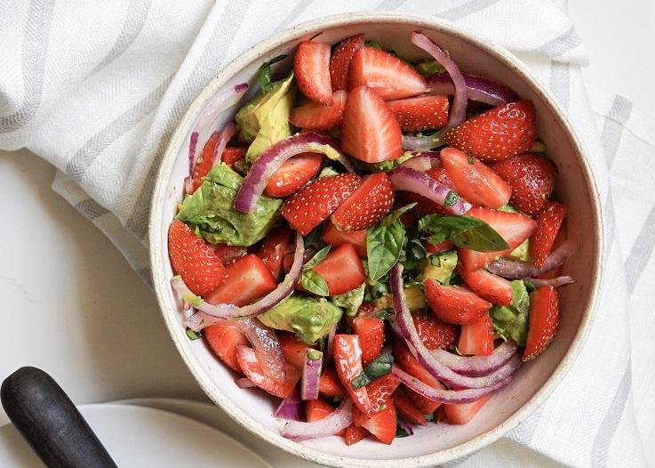 Ensalada de fresas con sal de hierbas - Recetas - Veritas