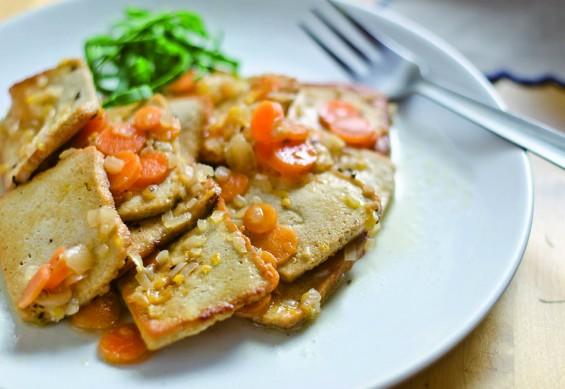 Tofu con salsa de zanahoria - Veritas