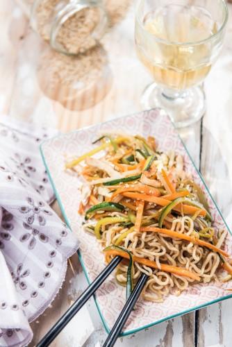 Noodles con pollo y verduras - Me gusta comer sano